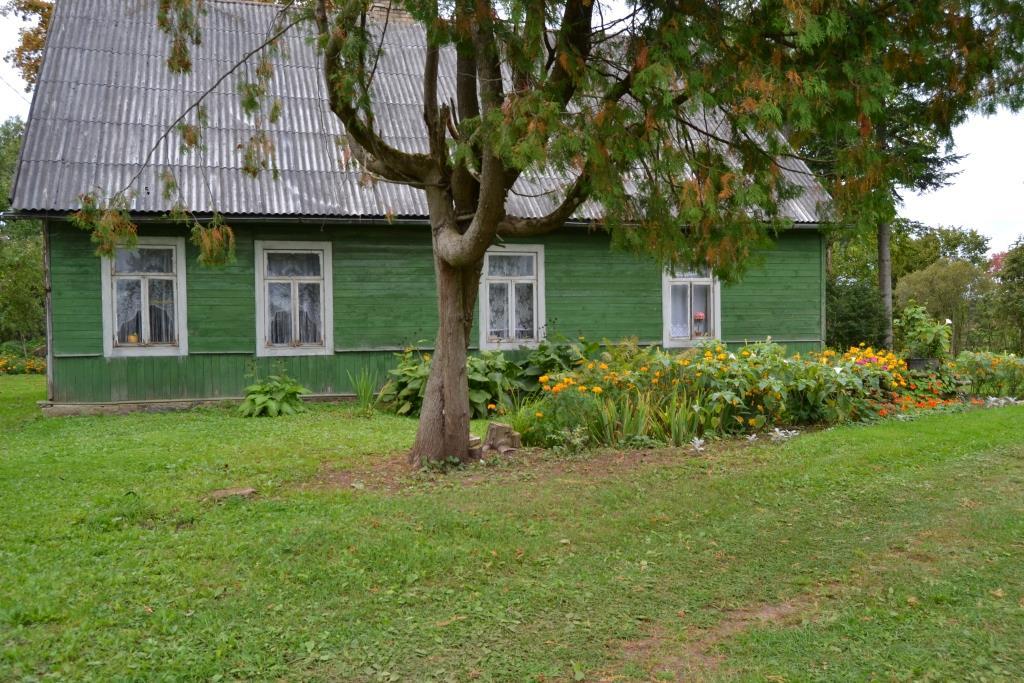 """Ilūkstes novada Dvietes pagasta """"Apsītes""""- vīnogu selekcionāra Paula Sukatnieka (1914-1989) dzimtās mājas."""