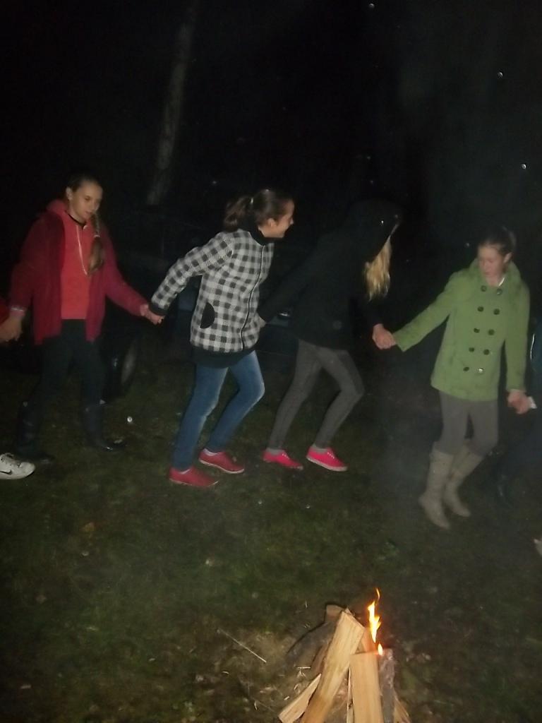 Jaunjelgavas vidusskolas skolēni Sērenes pilskalnā